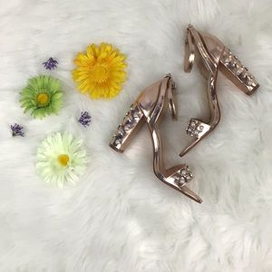 Steve Madden Rose Gold Heels With pearl detail 🛍